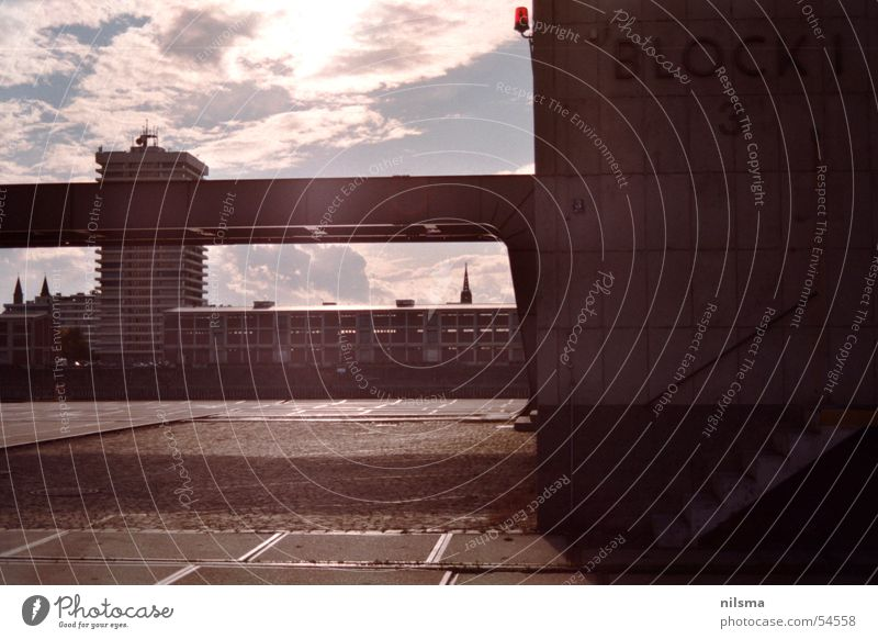 Hafenkontor Mannheim Kontor Gebäude Block blenden Sonnenlicht grell Rhein industriehafen Kontrast trister hafen-grelle sonne mit carena spiegelreflex 1000sx