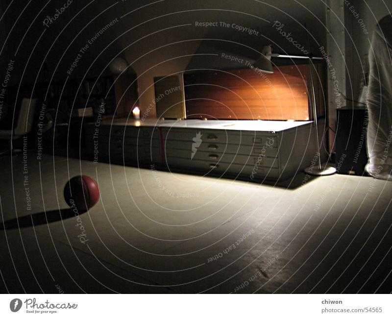 think about it... Einsamkeit schwarz dunkel Denken Lampe Raum Wohnung geschlossen Kerze Basketball zeitlos beklemmend