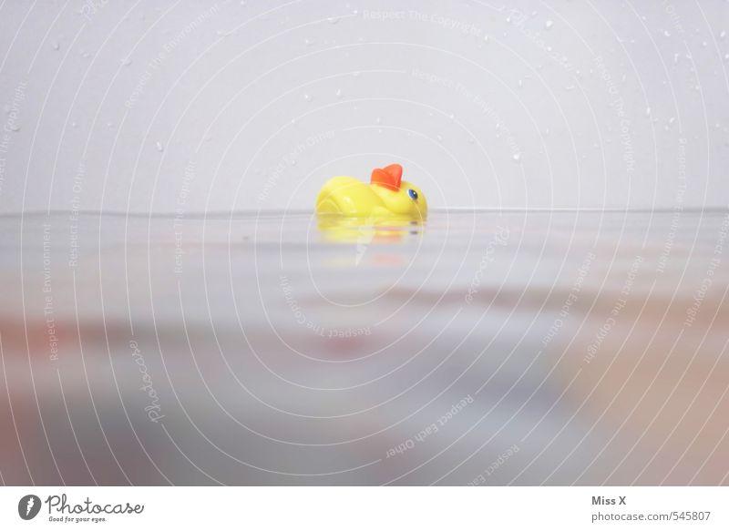 Untergang Spielen Kinderspiel Badewanne Wasser Kunststoff schreien Schwimmen & Baden gelb Gefühle Stimmung Angst Todesangst gefährlich Überleben untergehen