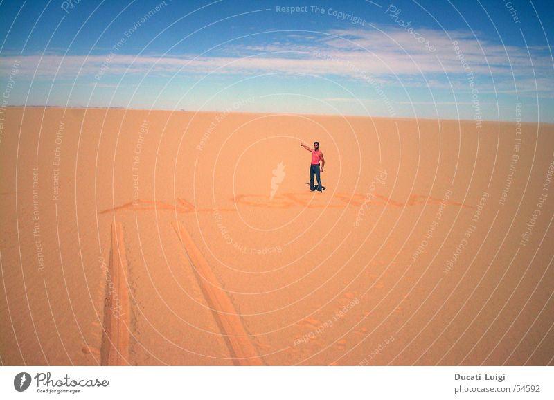 welcome to adac-land Afrika Algerien Niger Navigationssystem Einsamkeit geradeaus Grenze Grenzübergang Horizont Wüste Sahara Ténéré-Wüste Sand Ferne Spuren