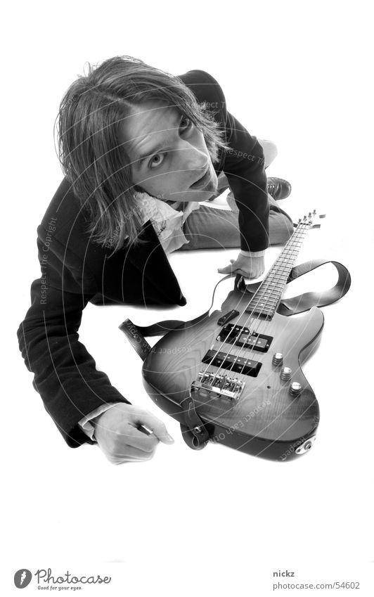 rocknroll Mann Studioaufnahme man guitar black suit studio shot Schwarzweißfoto b&w guitarre schwarze klage schwarz und weiß