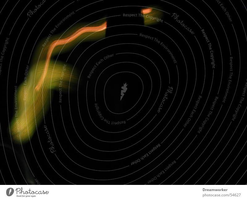 Funken sprühen rot gelb dunkel Elektrizität Strahlung