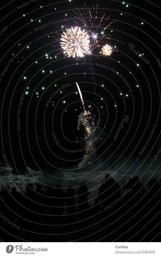 Feuerblume Mensch Ferien & Urlaub & Reisen weiß Meer schwarz dunkel See Feste & Feiern Menschengruppe Eis Nebel leuchten Abenteuer fantastisch Silvester u. Neujahr Kugel