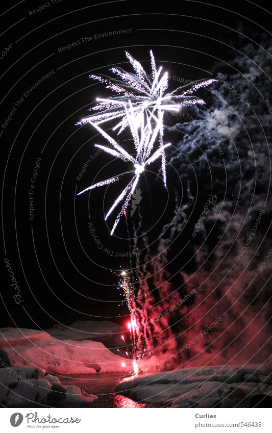 hot and cold Ferien & Urlaub & Reisen Abenteuer Schnee Silvester u. Neujahr Jahrmarkt Nachthimmel Gletscher rot schwarz weiß Feuerwerk Jökulsárlón Island Eis