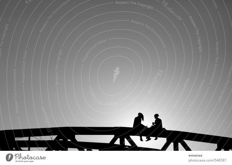 Brückenkinder Mensch Jugendliche Ferien & Urlaub & Reisen Stadt Erholung Junge Frau Freude schwarz feminin sprechen Gebäude Freiheit grau Stil Paar Freundschaft