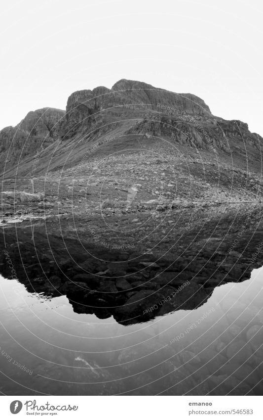 Bergsee Himmel Natur Ferien & Urlaub & Reisen Wasser Landschaft kalt Berge u. Gebirge Küste grau Stein See Felsen Wetter Klima wandern hoch