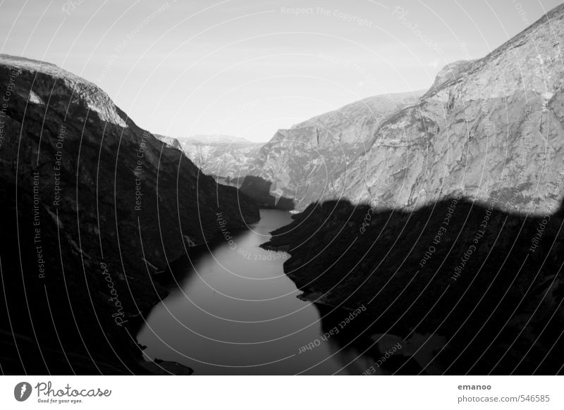 Fjordkontraste Himmel Natur Ferien & Urlaub & Reisen Wasser Sommer Meer Landschaft dunkel Berge u. Gebirge Küste natürlich Felsen Tourismus wandern Ausflug Fluss