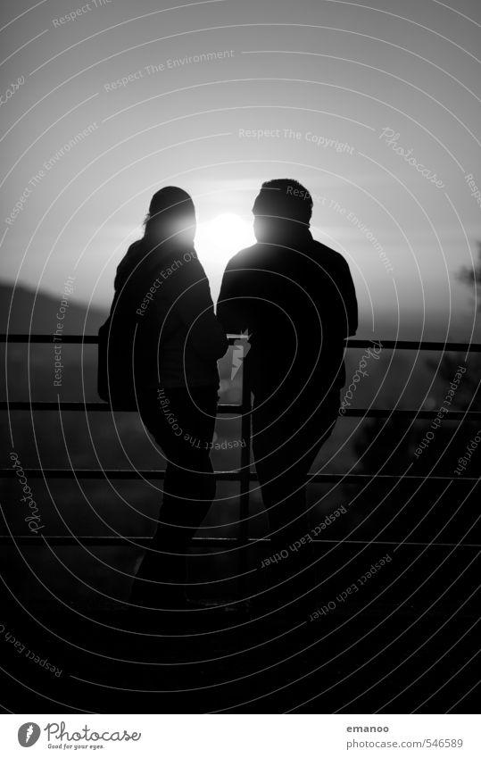 Geländerdate Mensch Frau Himmel Ferien & Urlaub & Reisen Mann Stadt Landschaft schwarz Ferne Erwachsene Liebe Gefühle Freiheit grau Paar Freundschaft