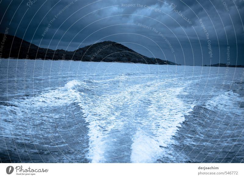 Gewitterstimmung Natur blau Wasser Sommer Meer Erholung Freude Umwelt Bewegung Sport natürlich Kraft Wellen authentisch gefährlich Geschwindigkeit