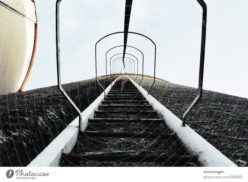 South Of Heaven Leiter Himmel Menschenleer Industrieanlage Fabrik Tunnel Turm Bauwerk Gebäude Architektur Schornstein Beton alt Wachstum authentisch trashig