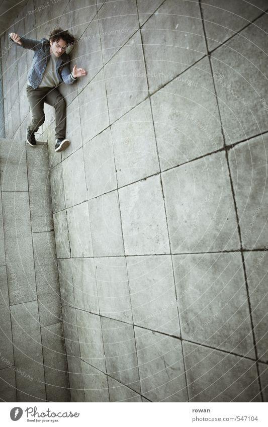 absprung Mensch Jugendliche Mann Junger Mann Erwachsene Wand lustig Mauer springen maskulin Beton fallen Höhenangst Sturz Mut Stress
