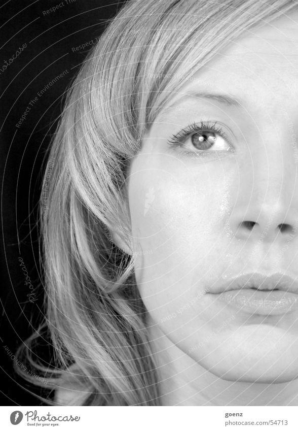 Abschied Trauer schwarz weiß Model blond Tränen weinen Traurigkeit Gesicht Schwarzweißfoto