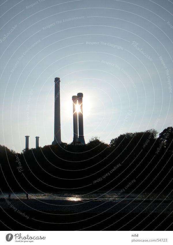 Sunpoint II Himmel Baum Sonne Sommer schwarz Küste Turm Industriefotografie Fabrik Mitte München Schornstein Zwilling Heizkraftwerk Isar Erholungsgebiet