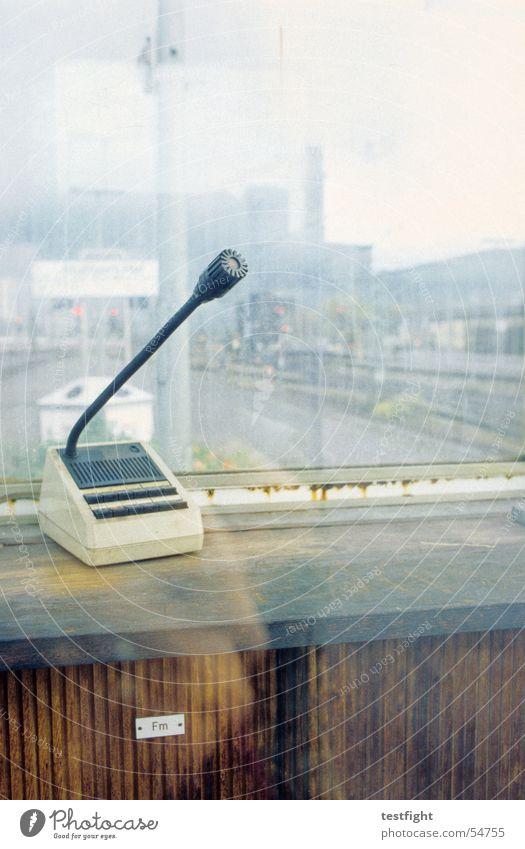 durchsager Stadt Fenster Eisenbahn Bahnhof Mikrofon Stuttgart
