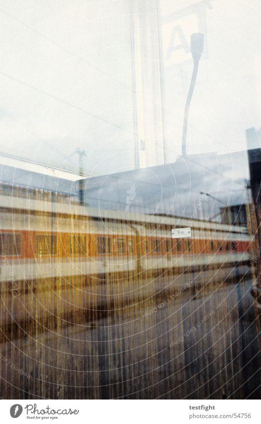 bahn Stuttgart Mikrofon Reflexion & Spiegelung Fenster Stadt Bahnhof durchsage Eisenbahn railwaystation microphone window