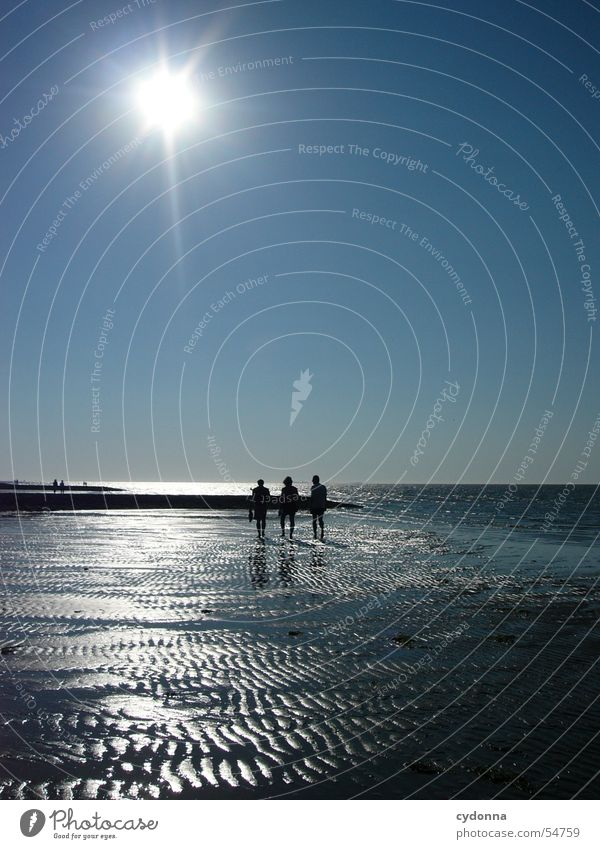 Am Meer entlang Mensch Wasser Himmel Sonne blau Sommer Strand Sand Wellen Ausflug Aktion Spaziergang Nordsee Wattenmeer Ebbe