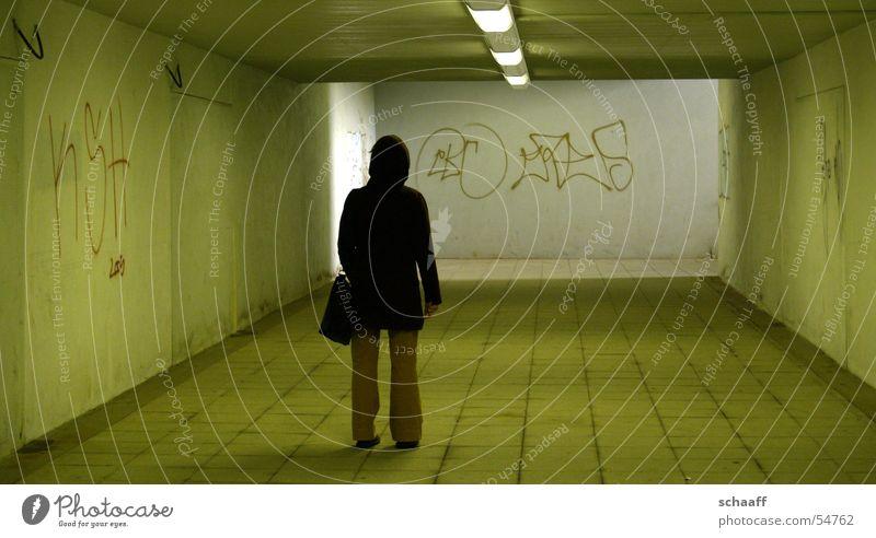 Einsam ? S-Bahn Tunnel Einsamkeit Frau grafitti Bahnhof Unterführung