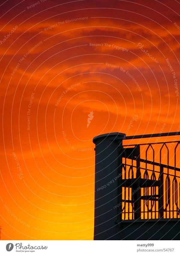 Gewitter kommt Sonnenuntergang Romantik Balkon Stimmung Fernweh Rimini rot schwarz Italien Erholung Wolken gelb rote wolken Abenddämmerung abendröte terasse