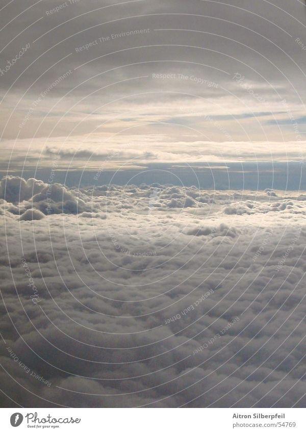 The Sky's wide Wolken Flugzeug über den Wolken Himmel gewaltig Luftverkehr andere welt Wetter