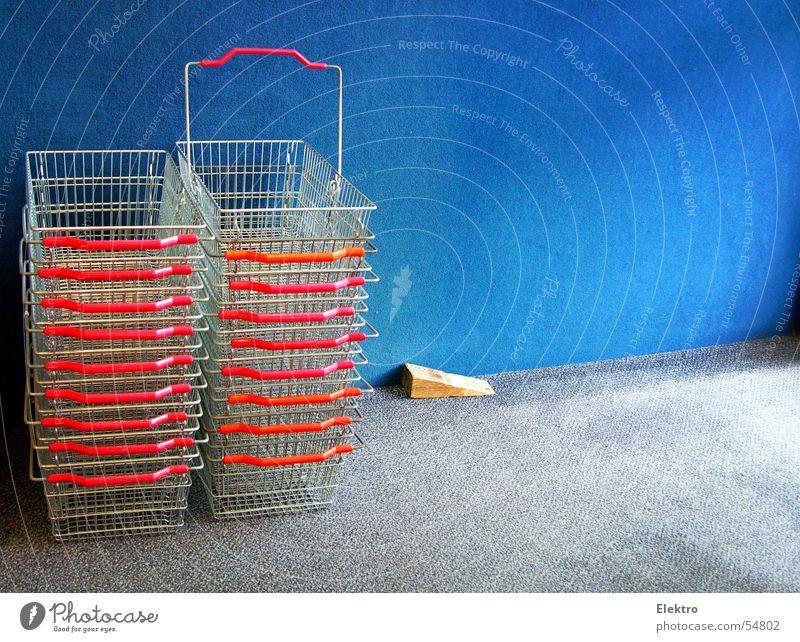 shopping ist gut fürs Geschäft Marketing Schilder & Markierungen Armut leer Turm Werbung Tafel Ladengeschäft Dienstleistungsgewerbe trendy Wirtschaft Handel Markt Sportveranstaltung Gitter Stapel