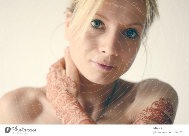 Henna schön Haut Hochzeit Mensch feminin Junge Frau Jugendliche Hand 1 18-30 Jahre Erwachsene blond exotisch Farbe Tradition Indien Hennamalerei henna-rot