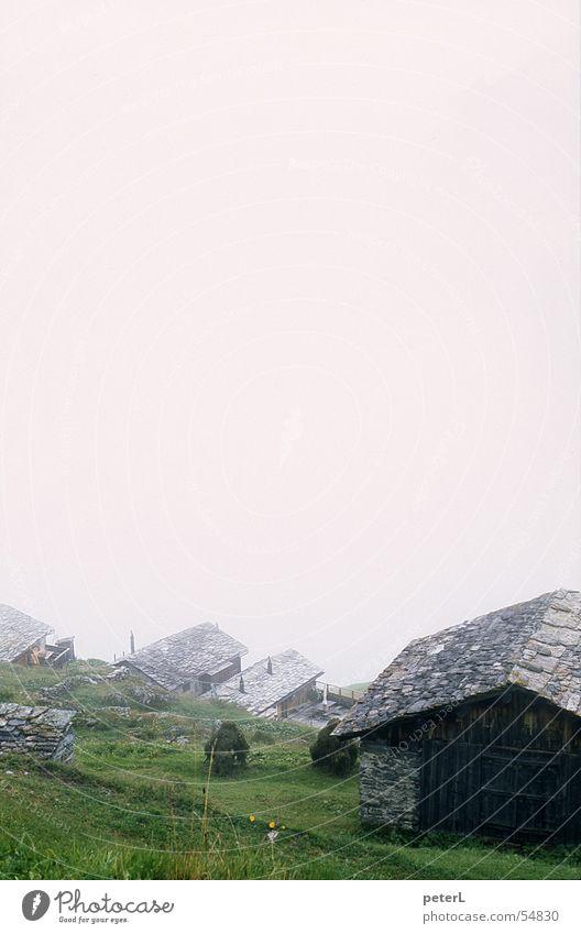 Bergwanderung Berge u. Gebirge Traurigkeit Stimmung wandern Nebel Wetter Hütte