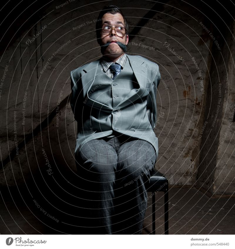 hostage 4 Mensch maskulin Junger Mann Jugendliche Erwachsene Kopf Haare & Frisuren Gesicht Auge Brust 1 18-30 Jahre 30-45 Jahre Mode Anzug Krawatte brünett
