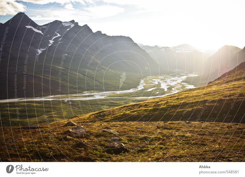 im Licht baden Himmel Natur Ferien & Urlaub & Reisen Sonne Landschaft Ferne Berge u. Gebirge Herbst Gras Freiheit Glück Gesundheit Stimmung wandern