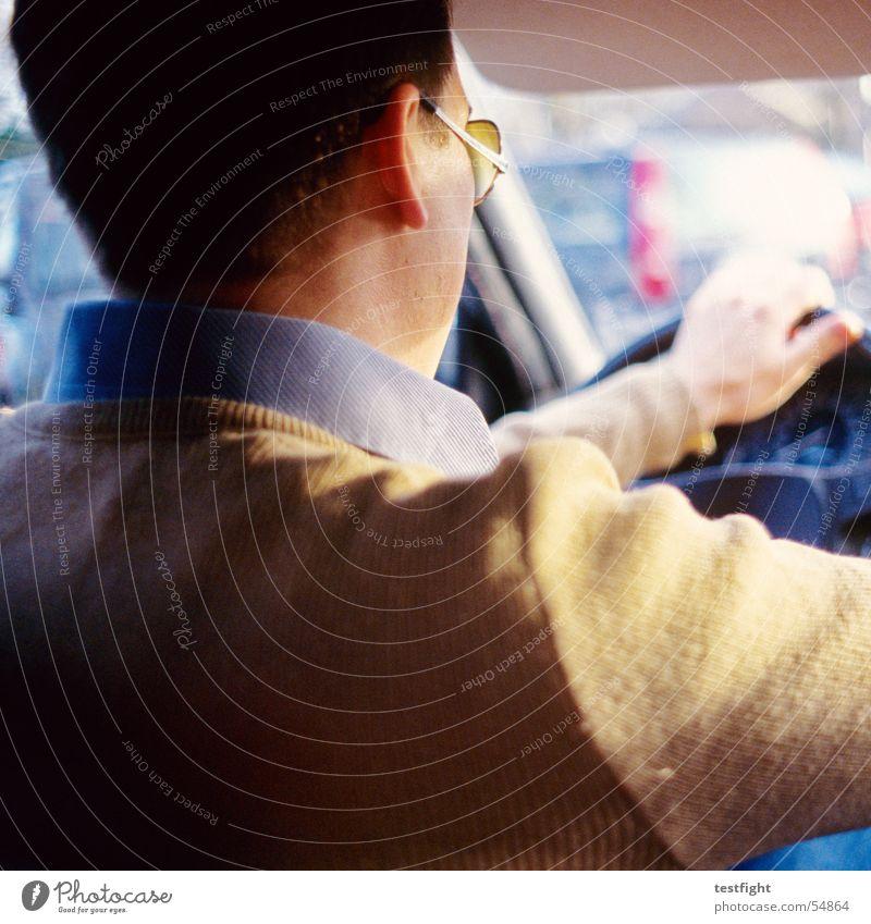 driver Fahrer fahren Sonnenbrille Mann Mensch PKW car Typ men
