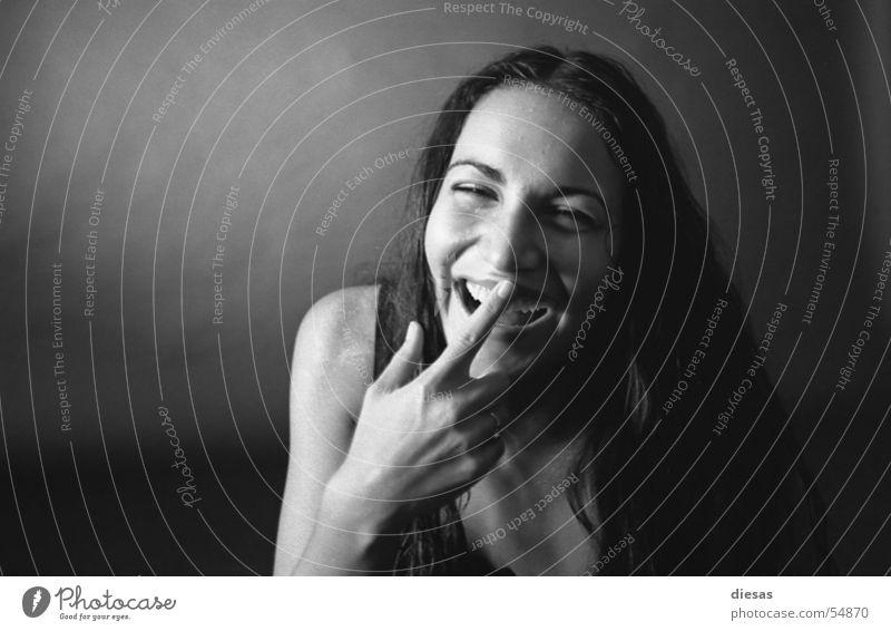 Bauchlachen Frau nackt Unterwäsche Südamerika Freiheit herzlich grinsen Haut Schwarzweißfoto Haare & Frisuren lustig Witz natürlich