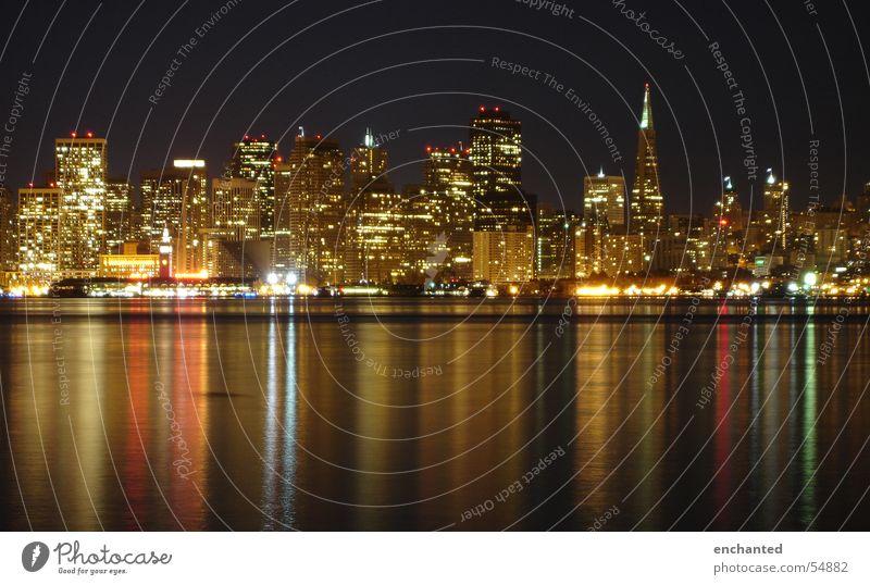 San Francisco bei Nacht Wasser Lampe Hochhaus USA Skyline Bucht Kalifornien