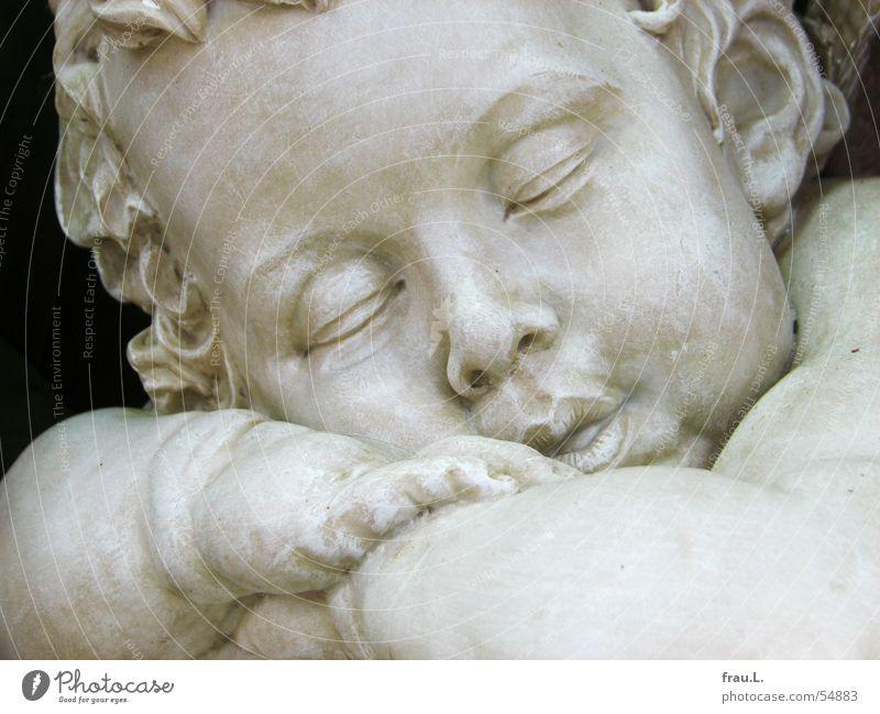 Putte dick kindlich schlafen Hand Porträt geschlossen Kind Baby träumen Kleinkind Frieden Engel Stein Mund Zunge Gesicht Locken Arme Ohr Auge Kitsch Übergewicht