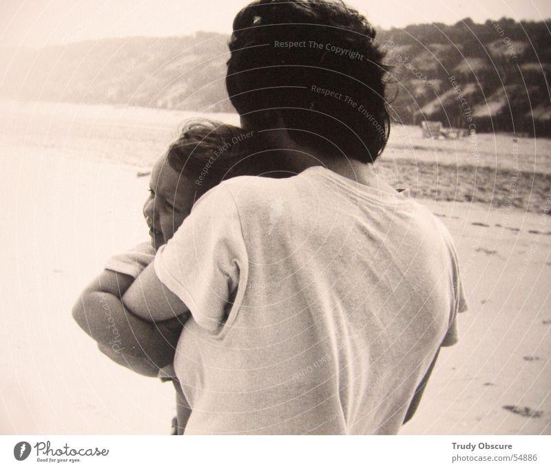 ocean breathes salty... (part two) Strand Frau Kind Baby schwarz weiß Horizont Hand Meer Sand Himmel Arme t-shirt wellen Haare & Frisuren Gesicht
