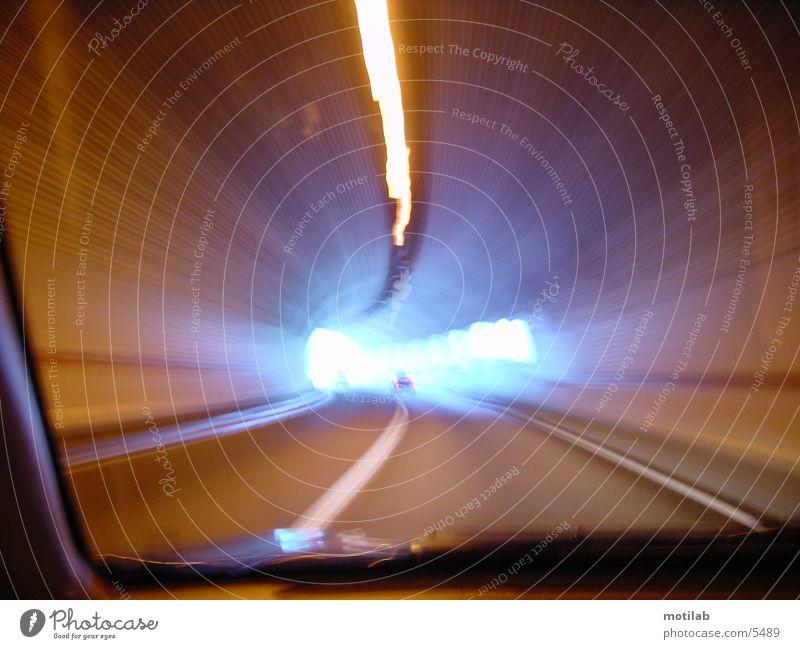 aus dem Tunnel raus ins Blaue blau Geschwindigkeit Ausgang Fototechnik