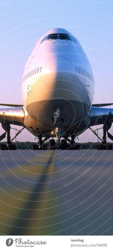 747 Flugzeug Passagierflugzeug Flugplatz Skipiste Landebahn