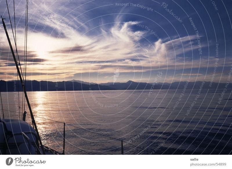 Ein Tag auf'm Meer Wasser Sonne ruhig Wolken Wasserfahrzeug Italien analog Segeln Mittelmeer Dia Elba Takelage