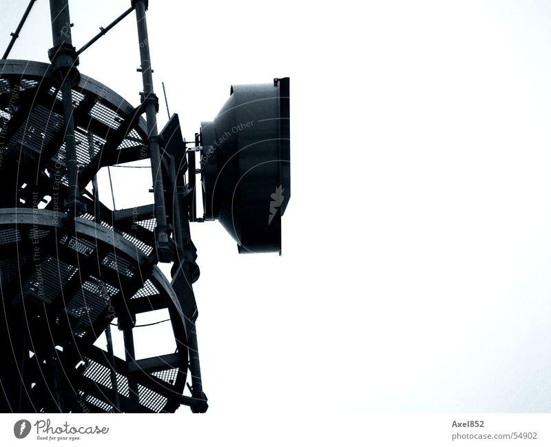 Funkturm blau dunkel hell Metall Technik & Technologie Industriefotografie Kabel Fernsehen Stahl Funktechnik Elektrisches Gerät
