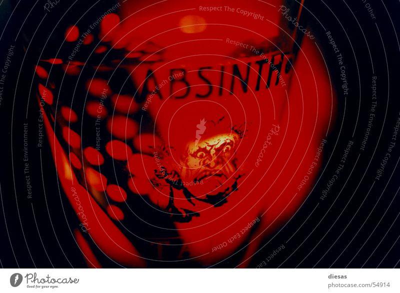Teuflisches Vergnügen Spirituosen rot Löffel Absinth Teufel Gesicht gefährlich Alkohol Kerze Glas bedrohlich