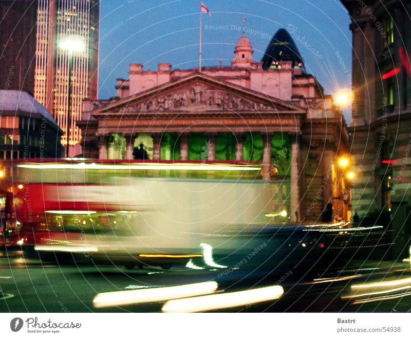 rush London Stadt Haus Börse Verkehrsstau Berufsverkehr Arbeit & Erwerbstätigkeit Nacht Belichtung Licht Stress town Bus PKW Doppeldecker-Bus Straße gerkhin