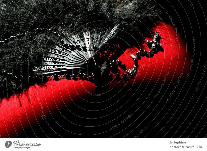 black is beautiful Dekoration & Verzierung Accessoire Schmuck Romantik Fächer Feder Kette Rosenkranz Kruzifix Gebetskette Perle Holzperle dunkel