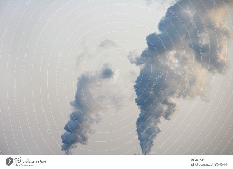 Lufthohheit Himmel Wolken Luft Industriefotografie Rauch Abgas Schornstein Klimawandel Umweltverschmutzung aufsteigen industriell nebeneinander