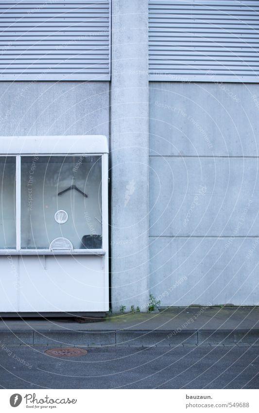 nix los. Stadt Fenster Wand Straße Wege & Pfade Mauer grau Stein Feste & Feiern Linie Metall Fassade trist Glas Beton Streifen
