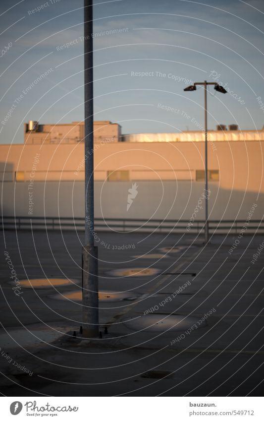 | T. Himmel Sonne Sonnenaufgang Sonnenuntergang Schönes Wetter Stadt Stadtzentrum Parkhaus Bauwerk Gebäude Straße Wege & Pfade Beton Metall Linie grau orange