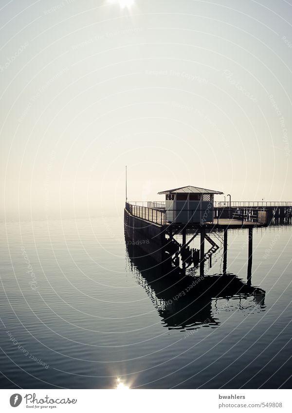 am See Schwimmbad Natur Himmel Wolkenloser Himmel Sonne Sonnenlicht Winter Wetter Schönes Wetter Nebel Seeufer Bodensee Hafenstadt Menschenleer Gebäude blau