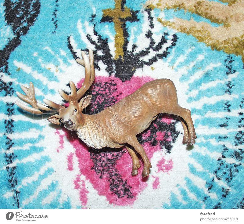 Hirsch auf Teppich Herz Statue Teppich Hirsche