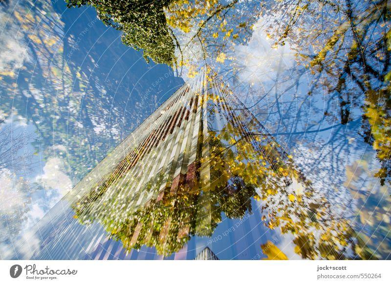 Herbstbrand an der Brandmauer Himmel Wolken Schönes Wetter Fassade Irritation Doppelbelichtung Ecke Illusion Reaktionen u. Effekte Phantasie Experiment abstrakt