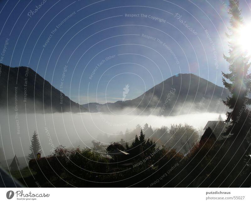 Bergnebel Nebel Gipfel Wolken Licht Stimmung Frieden ruhig Einsamkeit Landschaft Gegenlicht Berge u. Gebirge hell Sonne schön Aussicht natürlich