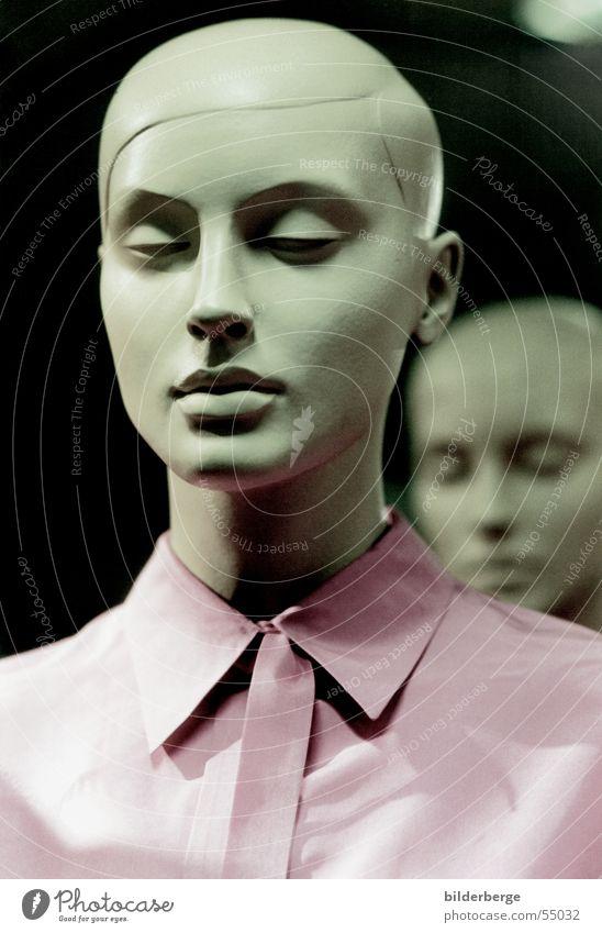 cool Schaufensterpuppe Porträt Monochrom hart bedrohlich Hemd rosa Kaufhaus Dekorateur Schaufenstergestallter Coolness Gesicht Puppe inzenierung gestellt