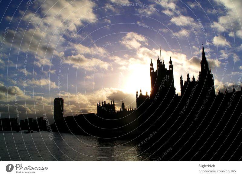 an english day Wasser Himmel Sonne Stadt Haus Wolken Gebäude Fluss London England Politik & Staat Großbritannien Regierung Themse Big Ben