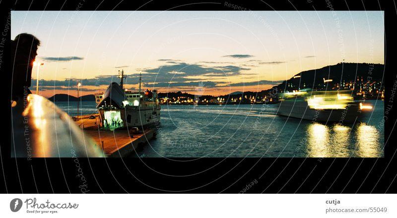 an board Meer Wasserfahrzeug träumen Sonnenuntergang Fähre Ferien & Urlaub & Reisen Mensch reflektion Bewegung Erholung warten Blick beobachten